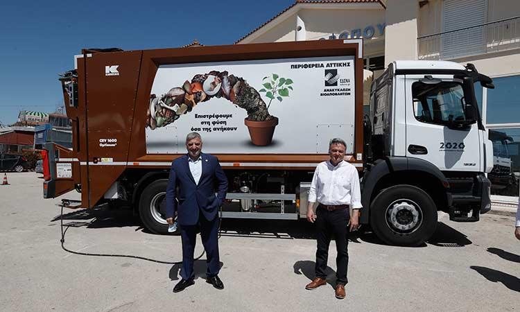Απορριμματοφόρο υψηλής τεχνολογίας και 90 καφέ κάδοι από την Περιφέρεια Αττικής στον Δήμο Ωρωπού