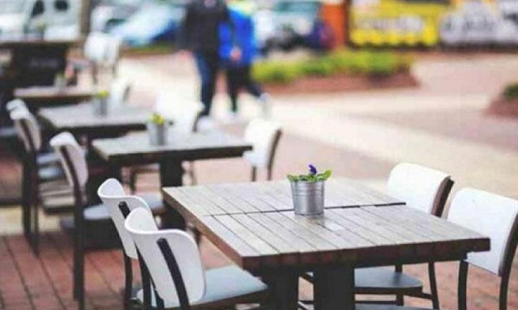 Προσωρινή σύλληψη υπεύθυνης αναψυκτηρίου-καφετέριας στα Βόρεια λόγω παρουσίας πελατών στον εξωτερικό χώρο