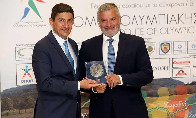 Βράβευση περιφερειάρχη Αττικής από τη «Συμπολιτεία Ολυμπίας» για τη στήριξή του στις δράσεις ενίσχυσης του Ολυμπισμού