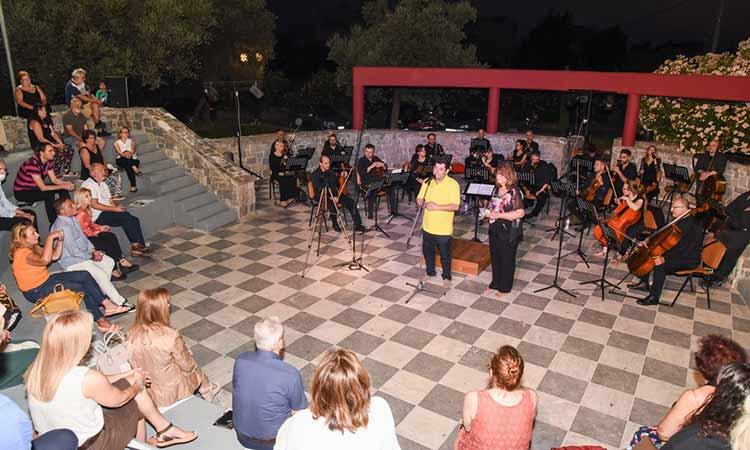 Στη συναυλία της Academica o δήμαρχος Λυκόβρυσης – Πεύκης