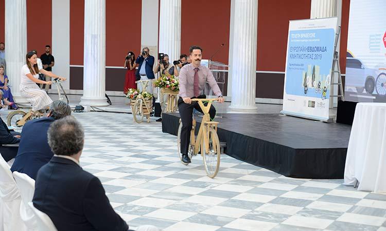 Τα ξύλινα ποδήλατα της COCO-MAT.bike στο Ζάππειο Μέγαρο