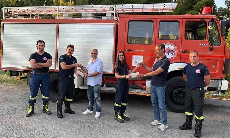 Η Ανθοκομική Έκθεση Κηφισιάς συνεισφέρει για την αγορά οχήματος από την ομάδα Εθελοντών Δασοπυροσβεστών Διασωστών