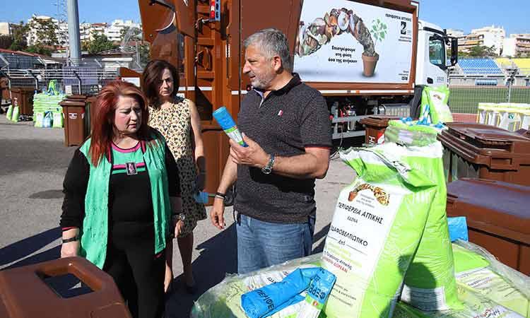 Εξοπλισμός συλλογής βιοαποβλήτων και κάδοι ειδικής ανακύκλωσης παραδόθηκαν από την Περιφέρεια στον Δήμο Ν. Ιωνίας