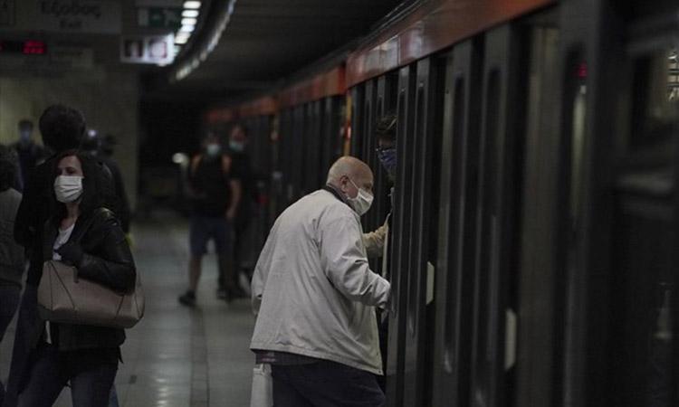 Βέροια: Επίθεση επιβάτη τρένου σε ελεγκτή για τη μάσκα