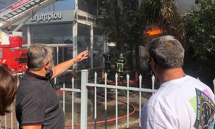Στη φωτιά στο εργοστάσιο της Μεταμόρφωσης ο περιφερειάρχης Γ. Πατούλης