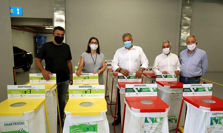 Απορριμματοφόρο, καφέ κάδους συλλογής βιοαποβλήτων και κυτία εσωτερικής ανακύκλωσης παρέδωσε ο Γ. Πατούλης στον Δήμο Αγ. Δημητρίου