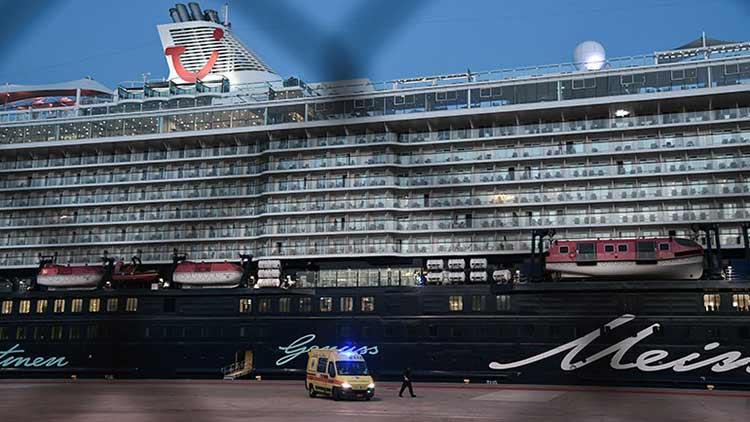 Στο λιμάνι του Πειραιά το κρουαζιερόπλοιο «Mein Schiff 6»