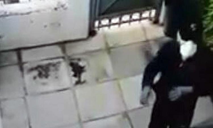 Καρέ – καρέ διάρρηξη στο Χαλάνδρι: Διαρρήκτες με μάσκες και πτυσσόμενη σκάλα εισέβαλαν σε σπίτι