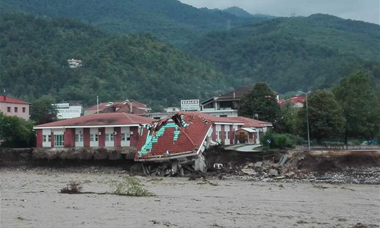 Ευθ. Λέκκας: Μεγάλες καταστροφές στην Καρδίτσα, 5.000 τα σπίτια που πλημμύρισαν