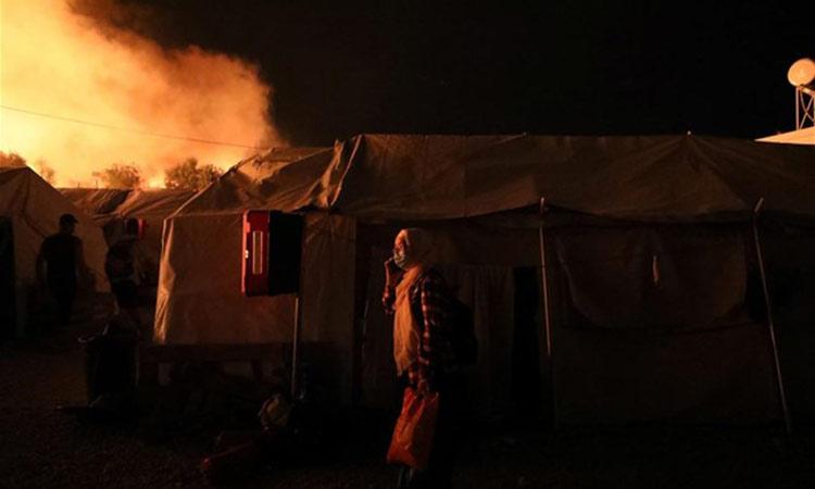 Στις φλόγες το KYT της Μόριας – Εκκένωση μετά τη μεγάλη πυρκαγιά