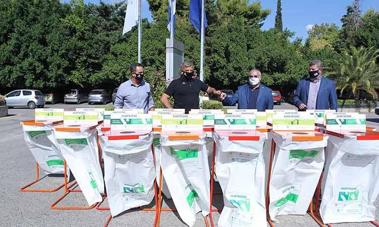 Εξοπλισμό ανακύκλωσης παρέδωσε στον Δήμο Αιγάλεω και στο Παν/μιο Δυτικής Αττικής ο Γ. Πατούλης