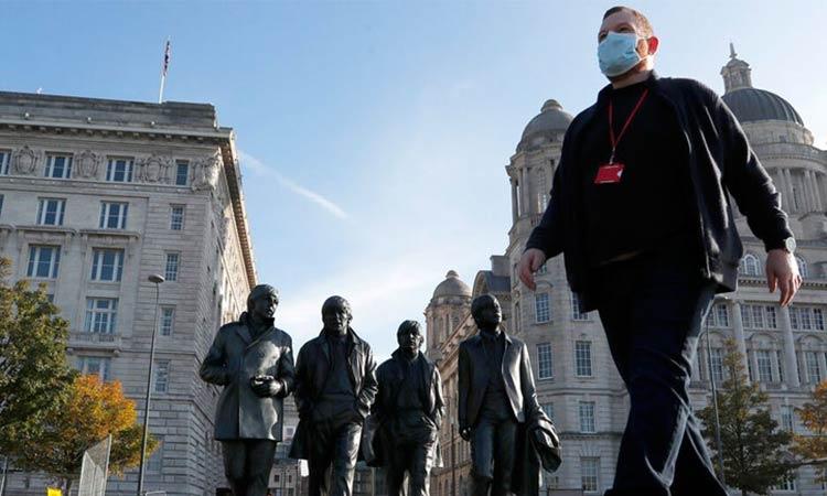 Βρετανία: Σχεδιάζουν να μολύνουν εθελοντές με τον κορωνοϊό στο πλαίσιο ερευνών για θεραπείες
