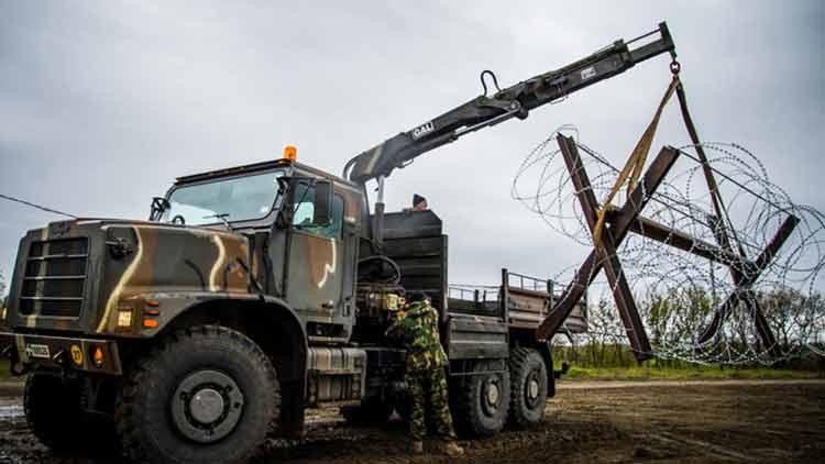Οι Ένοπλες Δυνάμεις κατασκευάζουν αποτρεπτικά εμπόδια στον Έβρο