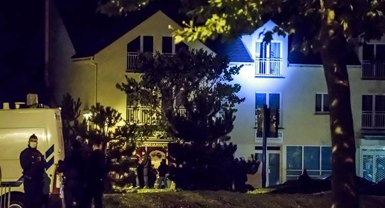 Τέσσερες συλλήψεις στο Παρίσι μετά τη δολοφονική επίθεση σε καθηγητή