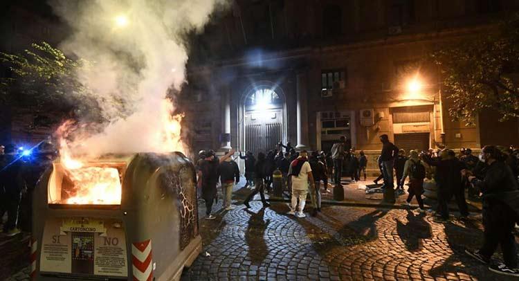 Κορωνοϊός – Ιταλία: Επεισόδια στη Νάπολη για την απαγόρευση κυκλοφορίας
