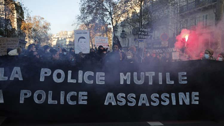 Δακρυγόνα σε διαδήλωση κατά της αστυνομικής βίας στο Παρίσι