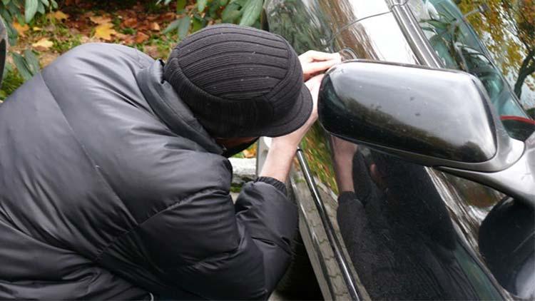 Ξημερώματα έκλεβαν τους καταλύτες από αυτοκίνητα: Δύο συλλήψεις στα Βόρεια Προάστια