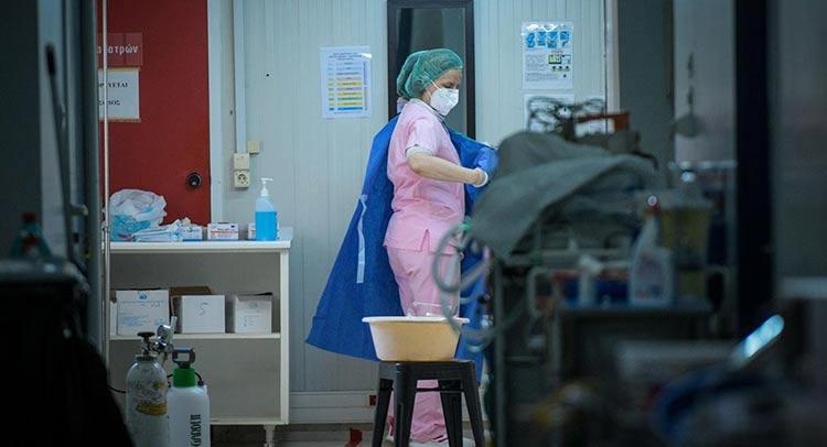 Το νέο ρεκόρ σε νεκρούς και διασωληνωμένους φέρνει νέα μέτρα – Παρατείνεται το lockdown