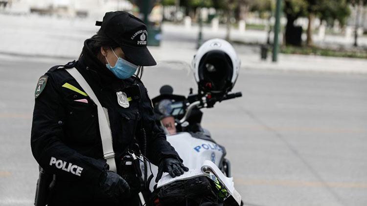Νεαρή αστυνομικός τραυματίστηκε σε τροχαίο με μηχανή κατά τη διάρκεια επιχείρησης στη Βούλα