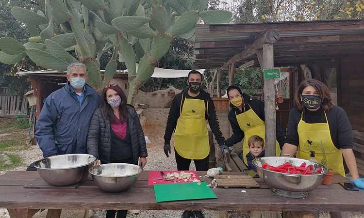 Νωπό κρέας, ρύζι και ελαιόλαδο από την Οργάνωση Γη στο Κοινωνικό Παντοπωλείο Δήμου Μεταμόρφωσης