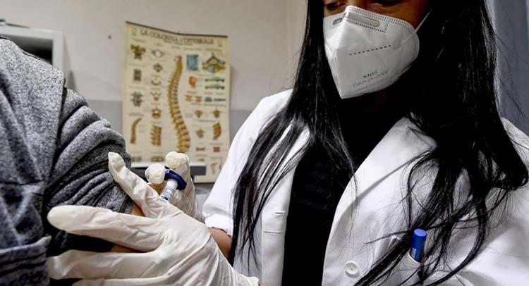Εμβόλια για τον κορωνοϊό: Το ποσοστό και ο χρόνος ανοσίας μετά από κάθε δόση