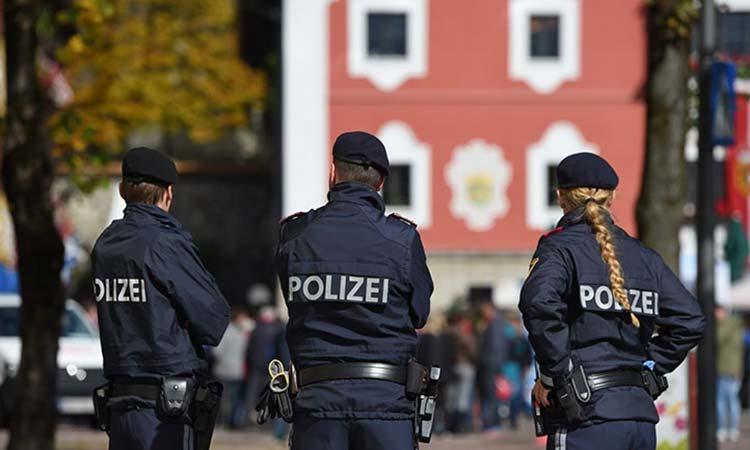 Αυστρία: Χιλιάδες άτομα διαδήλωσαν στη Βιέννη κατά των περιοριστικών μέτρων λόγω του κορωνοϊού