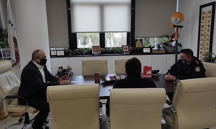Εντατικότερους ελέγχους από την ΕΛ.ΑΣ. σε σημεία που παρατηρείται συνωστισμός στο Ηράκλειο Αττικής ζητεί ο δήμαρχος