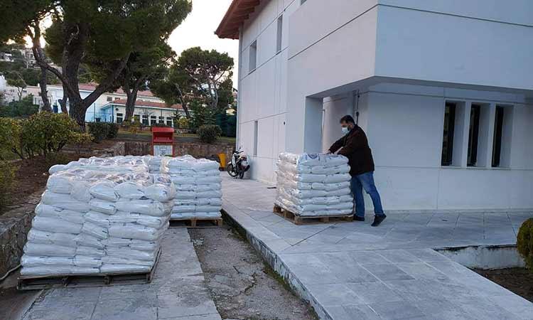 Σημεία διανομής αλατιού σε σακιά για τους κατοίκους του Δήμου Πεντέλης