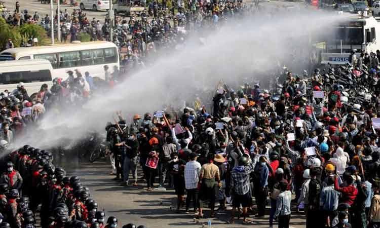 Μιανμάρ: Κλιμακώνεται η καταστολή – Δύο νεκροί και τουλάχιστον 30 τραυματίες σε διαδήλωση κατά της χούντας