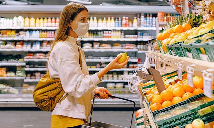 Αγίου Πνεύματος: Πώς θα λειτουργήσουν σούπερ μάρκετ και καταστήματα – Κλειστές οι τράπεζες
