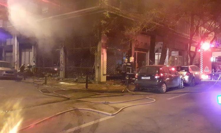 Πυρκαγιά σε κατάστημα στο κέντρο της Αθήνας – Παραλίγο να καεί πολυκατοικία