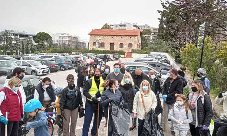 14 μεγάλες σακούλες σκουπιδιών συγκεντρώθηκαν σε εθελοντικό καθαρισμό στο δάσος Συγγρού