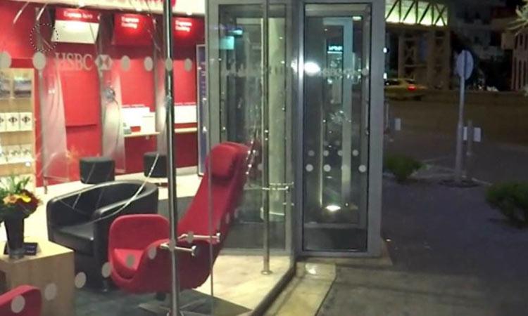 Επίθεση με βαριοπούλες σε τράπεζα στο Μαρούσι