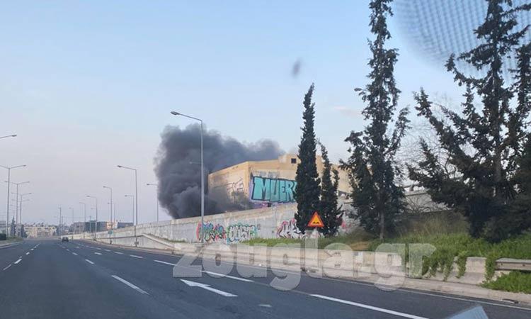 Φωτιά σε κτήριο στη Μεταμόρφωση