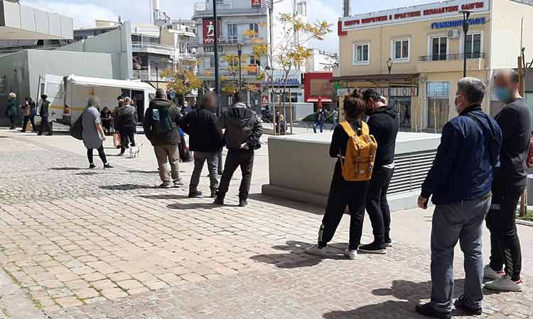 Συνεχίζονται καθημερινά τα rapid tests στην πλατεία Ευτέρπης στο Μαρούσι