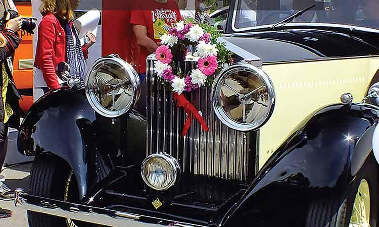 Αυτοκίνητα αντίκες στολισμένα με λουλούδια διανύουν διαδρομή 15χλμ. στις 16/5 στην Κηφισιά