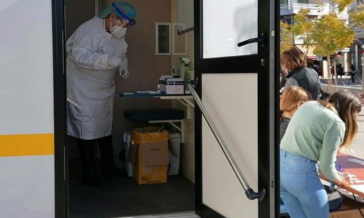 12.000 πολίτες έχουν προσέλθει τις τελευταίες 30 ημέρες στη διαδικασία των δωρεάν rapid tests στο Μαρούσι