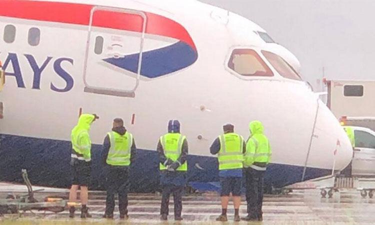 Πανικός στο Heathrow – «Κατέρρευσε» η μύτη αεροπλάνου της British Airways