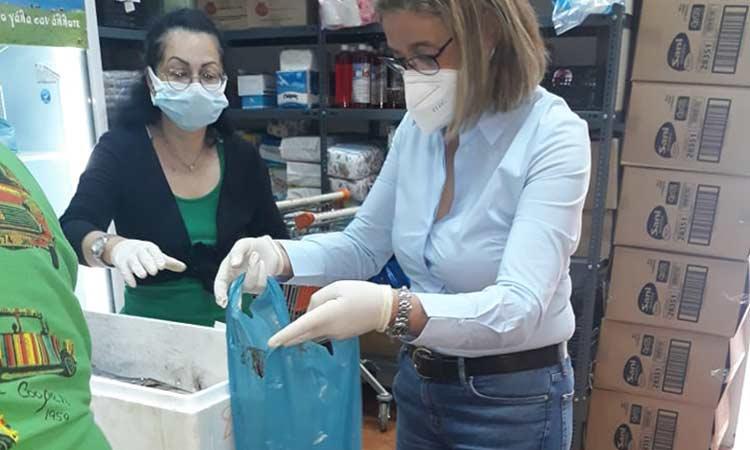 Φρέσκα ψάρια μοιράστηκαν στους δικαιούχους του Κοινωνικού Παντοπωλείου Δήμου Λυκόβρυσης-Πεύκης