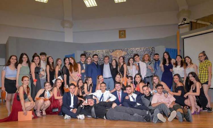 Εκδήλωση αποφοίτησης της Γ' Λυκείου Φιλοθέης με χαρά, συγκίνηση, χιούμορ και τραγούδια!