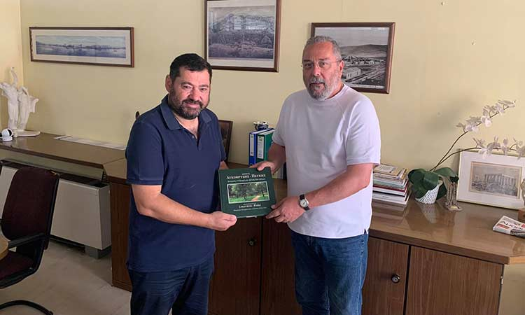 Με τον δήμαρχο Καισαριανής συναντήθηκε ο Τάσος Μαυρίδης