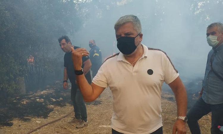 Στη μάχη με τη φωτιά στη Βαρυμπόμπη το σύνολο του μηχανισμού της Περιφέρειας Αττικής