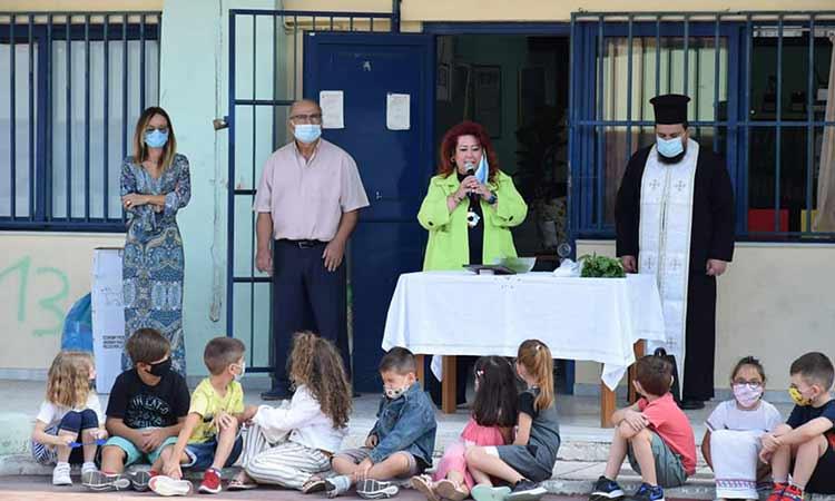 Στις τελετές αγιασμού σχολικών μονάδων η δήμαρχος Ν. Ιωνίας