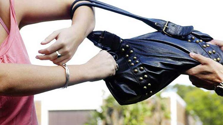 Στα χέρια των αστυνομικών 39χρονος Έλληνας που άρπαζε τσάντες γυναικών κυρίως σε Μαρούσι και Κηφισιά