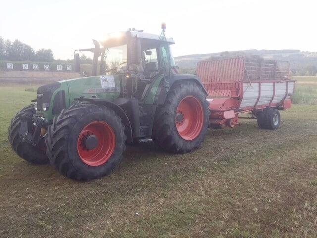 Ladewagen_und_Traktor