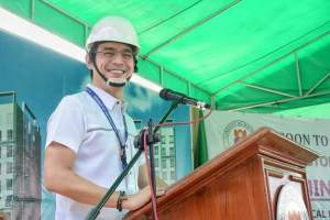 Mayor Isko Moreno unveils 'Tondominium' in-city vertical housing project