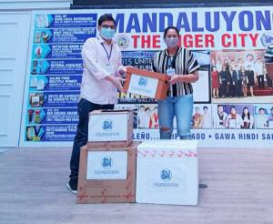SM Foundation handovers COVID-19 test kits to Mandaluyong City