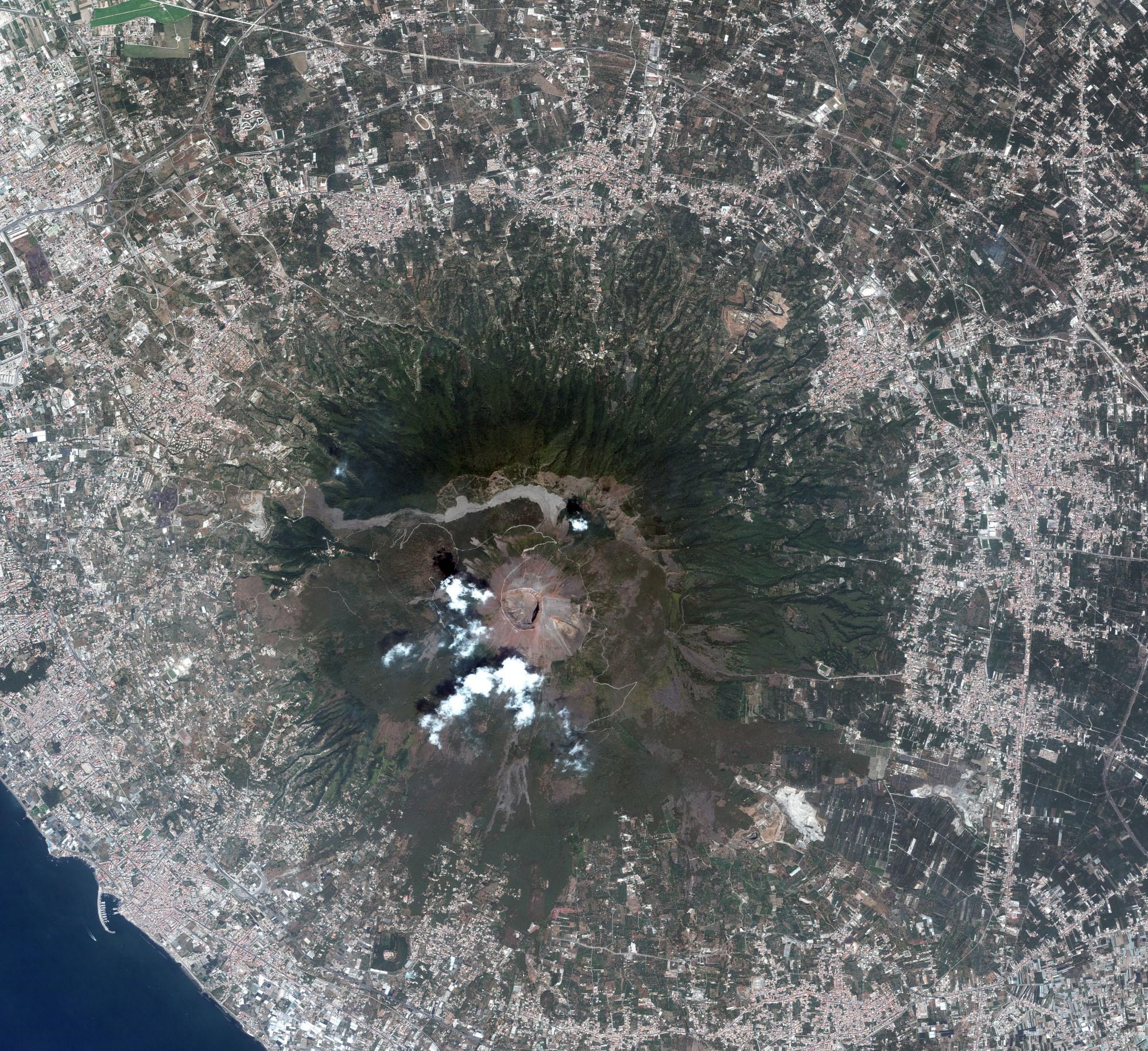 hight resolution of vesuviu caldera volcano diagram