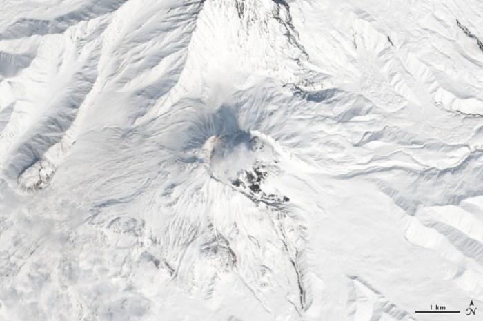 Five Volcanoes Erupting at Once