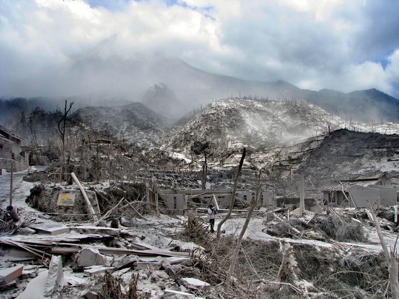 Researchers draft a new model to better simulate deadly pyroclastic flows.